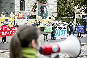 Mielenosoittajia Säätytalolla budjettiriihen aikaan ti 7.9.2021. Kuva: Jonne Sippola / Greenpeace