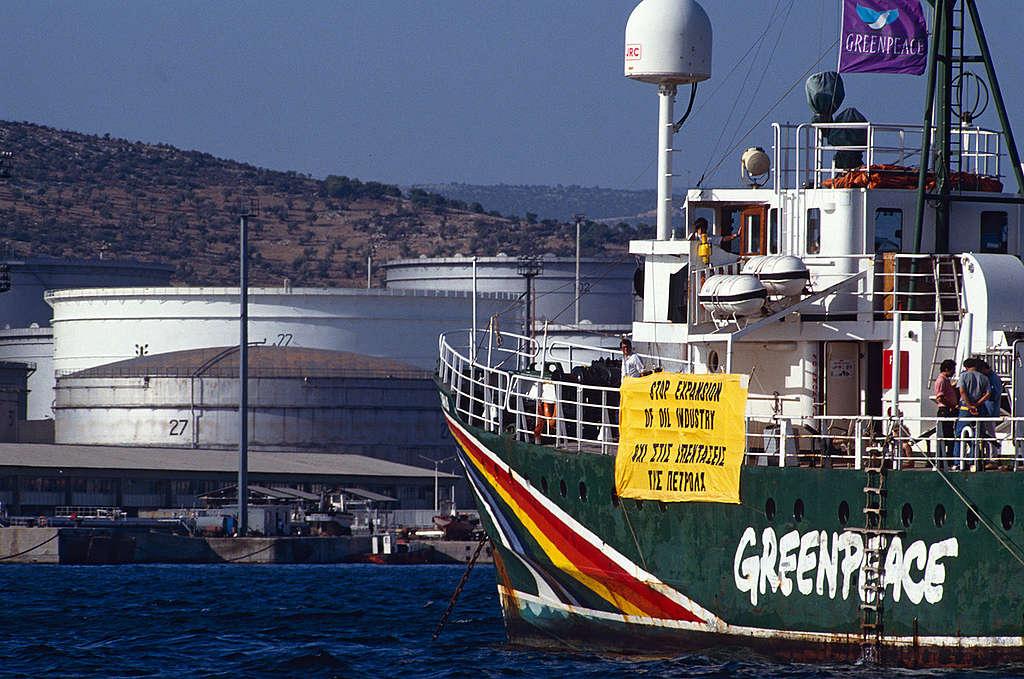 Blockade of Petrola Oil Refinery in Greece. © Steve Morgan