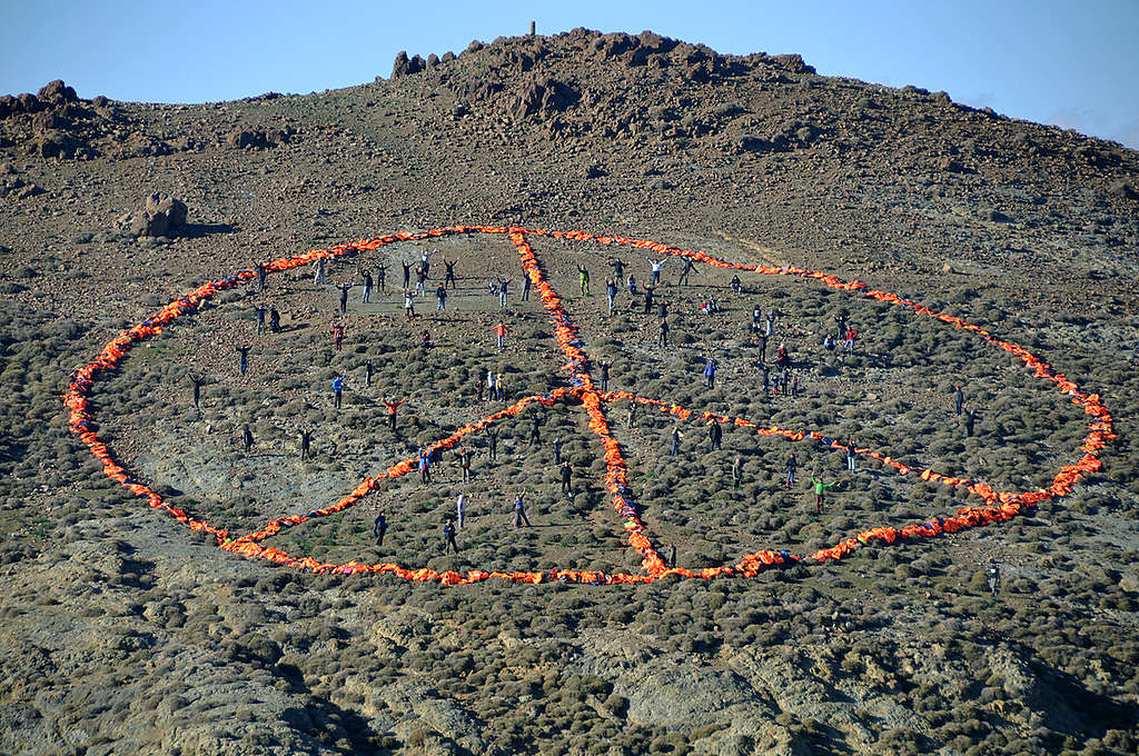 Peace Sign in Lesbos. © Florian Schulz / MSF / Greenpeace