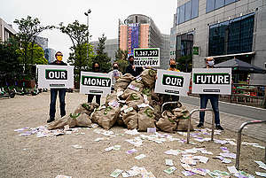 Delivery of a 1.3 Million Signature Petition to EU Leaders in Brussels. © Eric De Mildt / Greenpeace