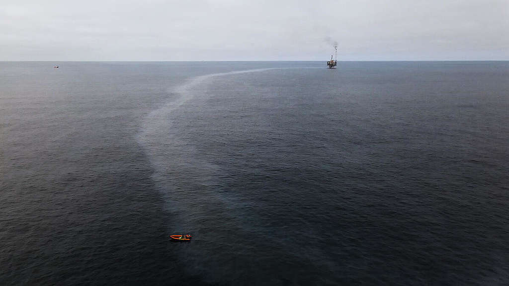 Oil Pollution at Andrew Oil Field in the North Sea. © Carl Shanahan / Greenpeace