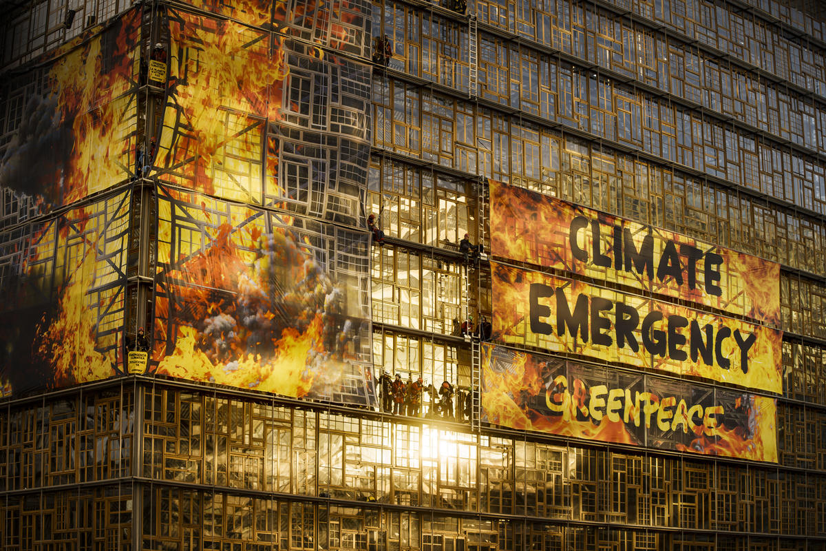 Action at European Council Summit in Brussels. © Eric De Mildt / Greenpeace
