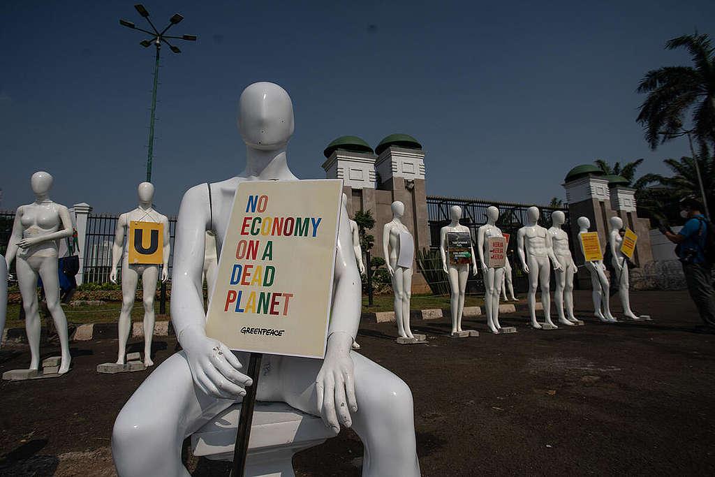 Mannequins Protest in Jakarta. © Jurnasyanto Sukarno / Greenpeace