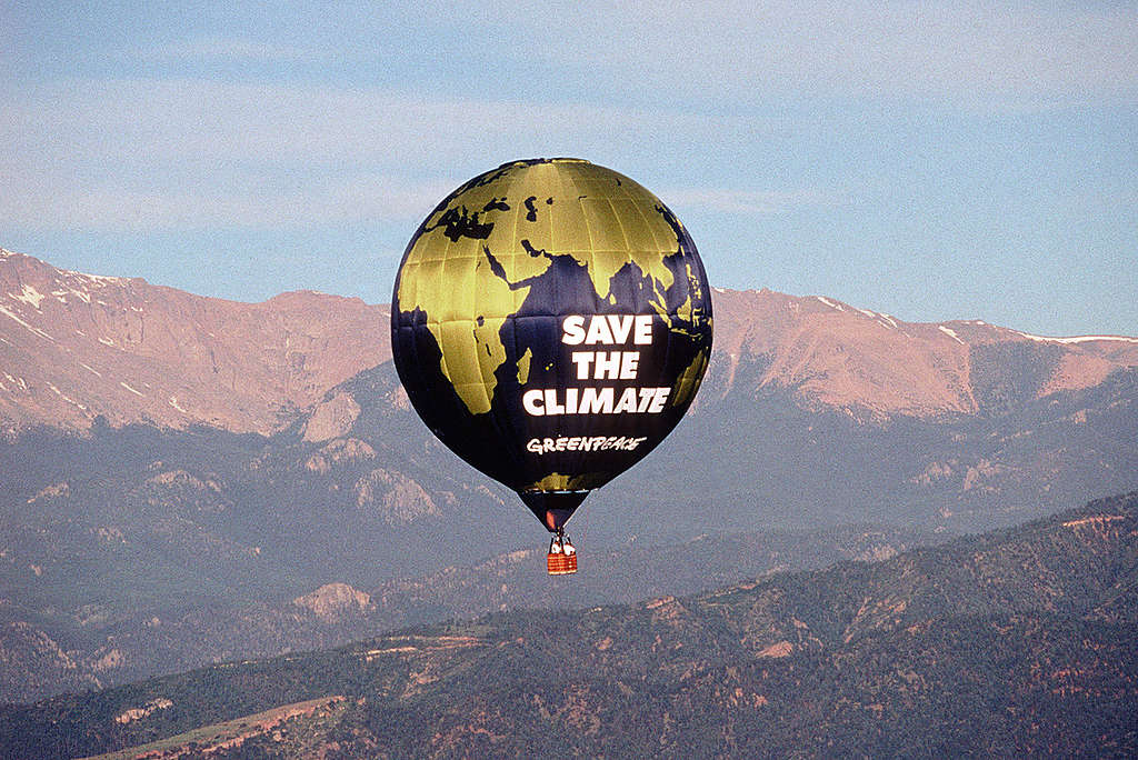 Save the Climate Hot Air Balloon at G8 Meeting in Colorado. © Greenpeace / Robert Visser