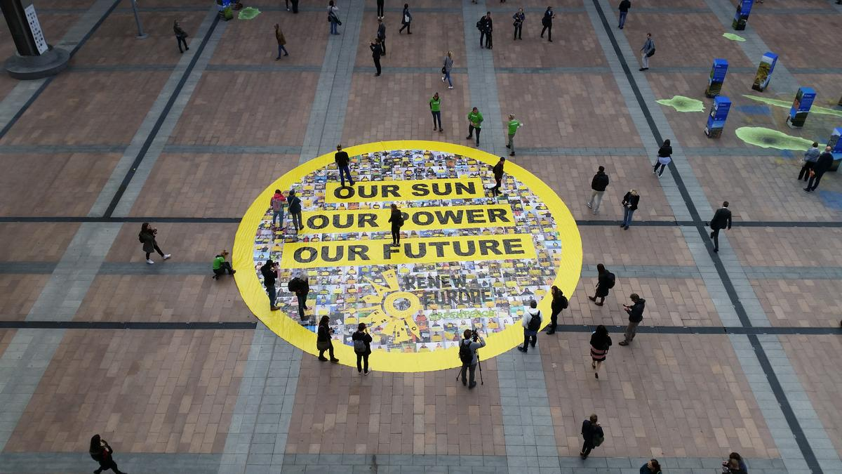Solar Array at European Parliament in Brussels. © Greenpeace