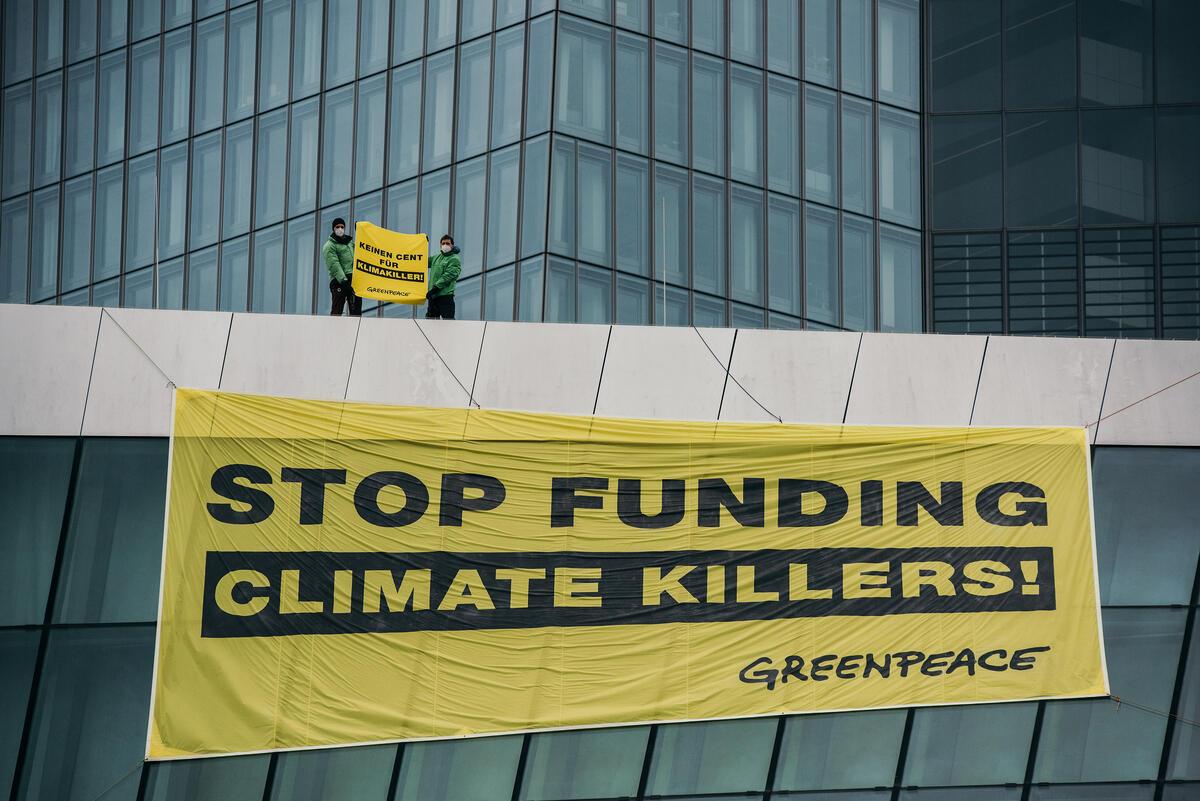 Protest Flight for a Green Monetary Policy in Frankfurt am Main. © Felix Schmitt / Greenpeace