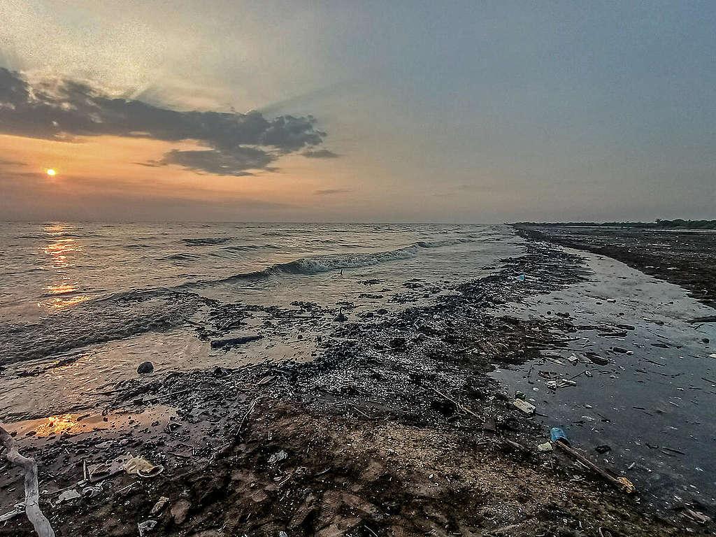 Oil Spill in Karawang 2021. © ForkadasC