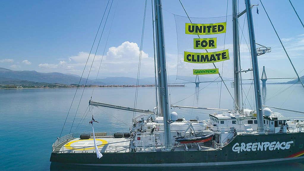 Rainbow Warrior in Patras, Greece. © Sideris Nanoudis / Greenpeace