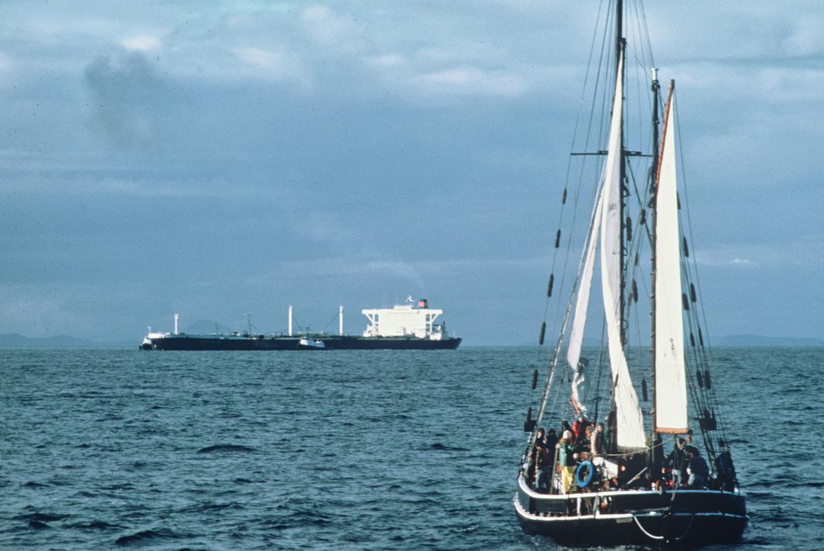 Action against Oil Tanker in Juan de Fuca Strait. © Greenpeace / Rex Weyler