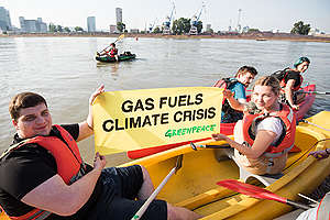 Kayakers Protest against Fossil Gas LNG Terminal in Bratislava. © Mária Mühl / Greenpeace