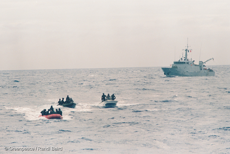 French commandoes sailing towards Rainbow Warrior in inflatables to board the ship.