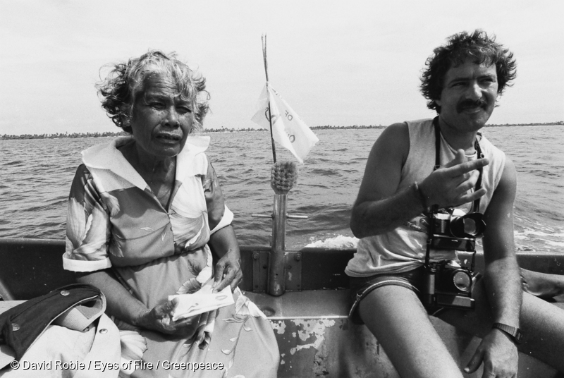 Greenpeace photographer Fernando Pereira (right) with Rongelap Islander Bonemej Namwe arriving at the island of Mejato on 17 May 1985 (Photo by David Robie)