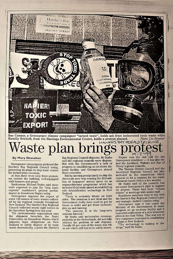 April 1999 Greenpeace demands an end to toxic waste exports outside Hawkes Bay regional council in Napier