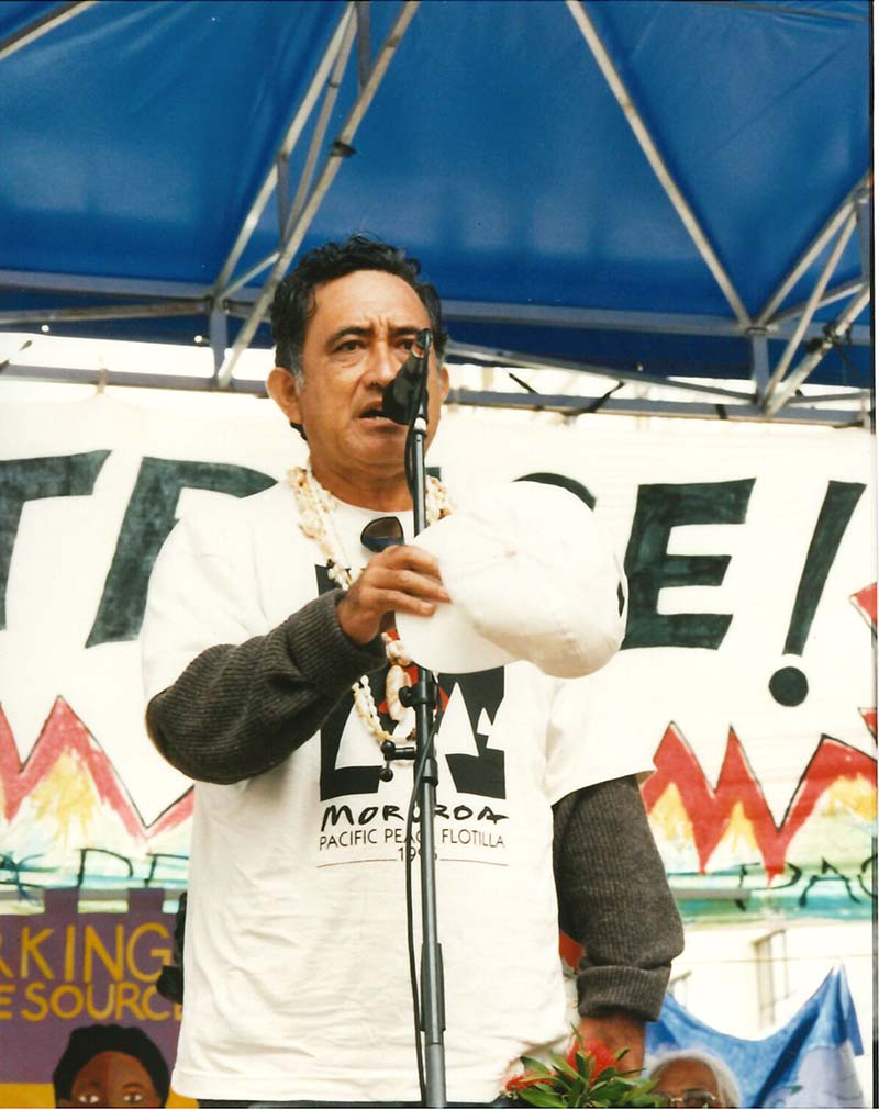 9 November 1995: Thousands join the 'Major Disgrace' anti-nuclear rally in downtown Auckland. Tahitian anti-nuclear leader Oscar Manutahi Temaru speaking at the rally. Photo by Stephanie Mills