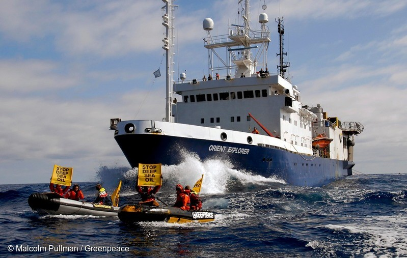 The seismic survey vessel Orient Explorer bears down on Greenpeace inflatibles attempting to force the ship off course during protest action against deep sea oil drilling off East Cape. Sunday April 10, 2011Photo: Greenpeace/Malcolm Pullman