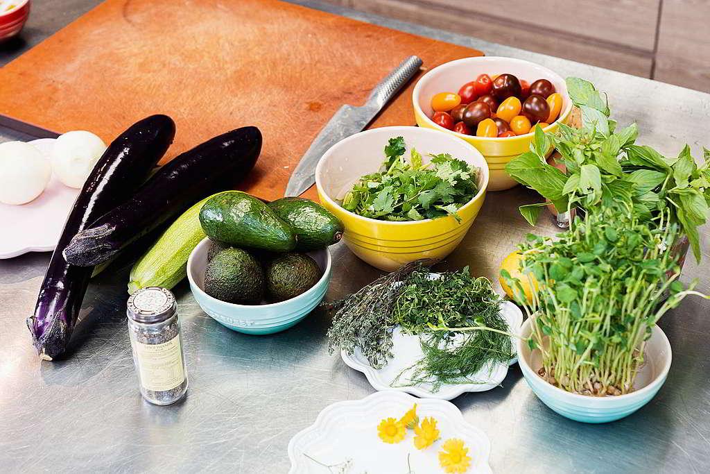 母親節走塑大餐食材全部不經塑膠包裝,大部份更是「本地薑」,輕鬆炮製色彩與味道的饗宴。 © Greenpeace