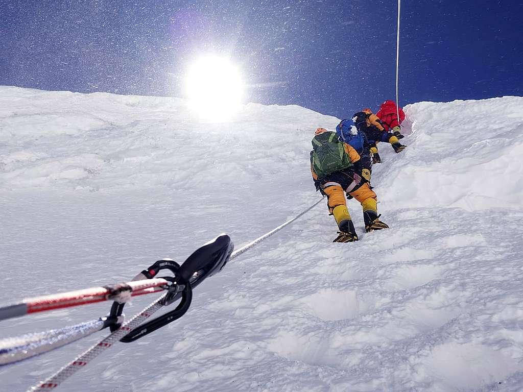 攀向標高7,100米的3號營地
