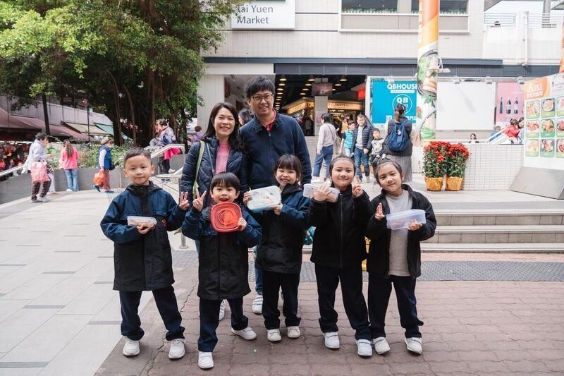 2020年農曆年除夕,綠色和平與學生、家長進行社區走塑午餐活動。© Patrick Cho / Greenpeace
