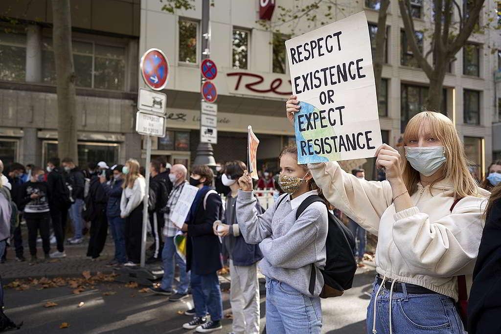 9月25日世界氣候行動日,全球各地均有民眾上街,促請各國領袖立即採取行動拯救氣候;相片攝於德國科隆。 © Anne Barth / Greenpeace