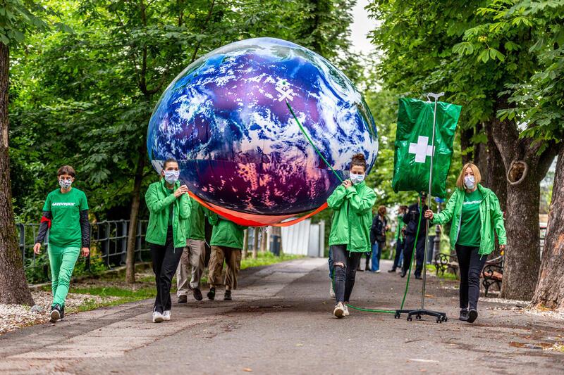 大自然是我們的最佳防禦資源:抵御飢餓、氣候崩潰和新的流行病。研究估計,31%新發傳染病的發發與森林和生態系統的破壞有關。我們保護自然,自然才可持續守護我們。© Nevio Smajic / Greenpeace