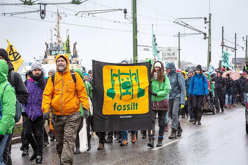 Preem以熊為企業商標,卻同時破壞自然生境……綠色和平等環保組織3月聲援呂瑟希爾居民,遊行至煉油廠反對擴建工程。 © Will Rose / Greenpeace