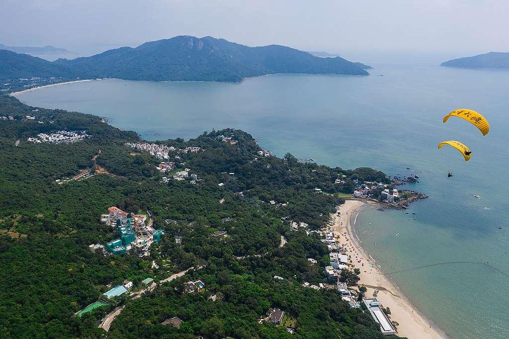 大嶼山有空闊的山、海、地景,人為建設相對少。但如此景色能維持多久?© Vincent Chan / Greenpeace