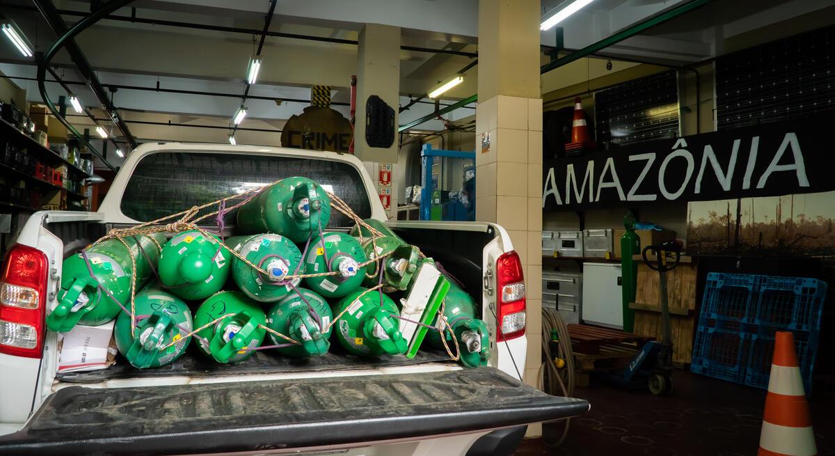 綠色和平巴西辦公室和當地組織向亞馬遜州(Amazonas)的原住民提供緊急援助。© Valentina Ricardo / Greenpeace
