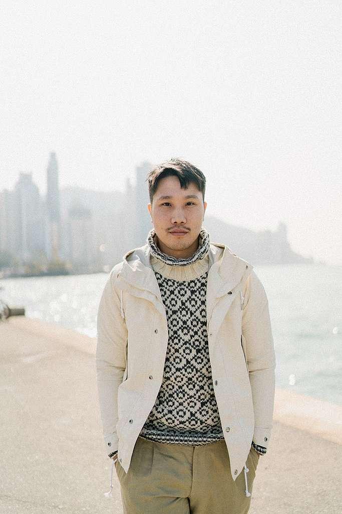 香港最美麗和獨特的風景,就是大自然與城市混和一起,Eric最愛與外國朋友分享。他說正正表示城市和大自然可以共存,關鍵是如何平衡和保護。© Patrick Cho / Greenpeace