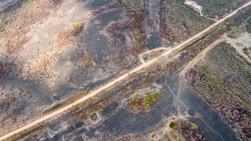 2020年綠色和平巴西辦公室親訪潘塔納爾濕地,見證災情,並為當地組織提供支援。這俯瞰照片顯示濕地變成焦土。© Leandro Cagiano / Greenpeace