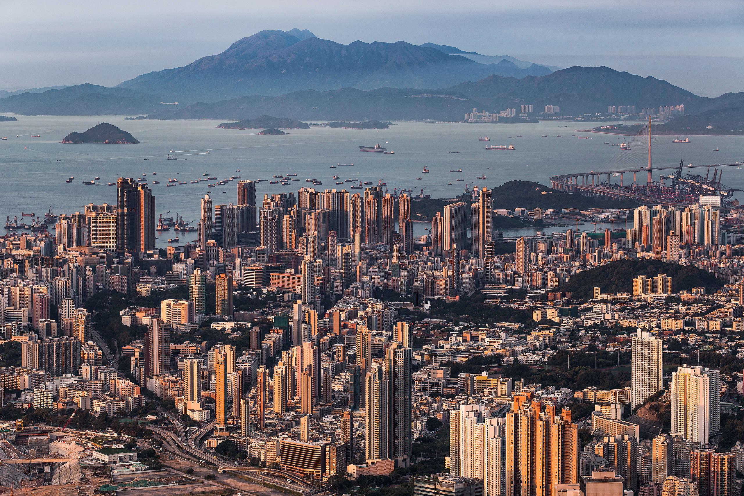 從飛鵝山觀景台遠眺大嶼山。(1/30s F9 ISO100)© Kelvin Yuen