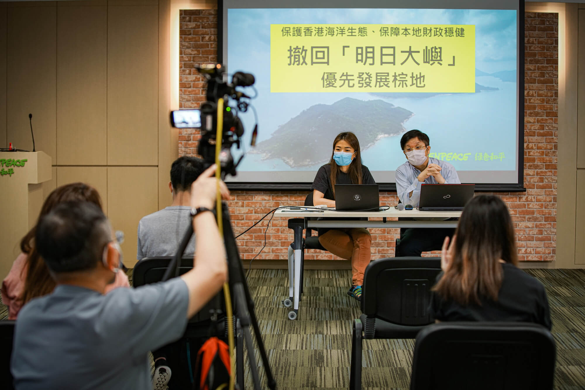 綠色和平聯同經濟學家關焯照教授聯手撰寫香港首份明日大嶼公共財政分析報告,圖為就報告出版舉行之記者會。© Greenpeace