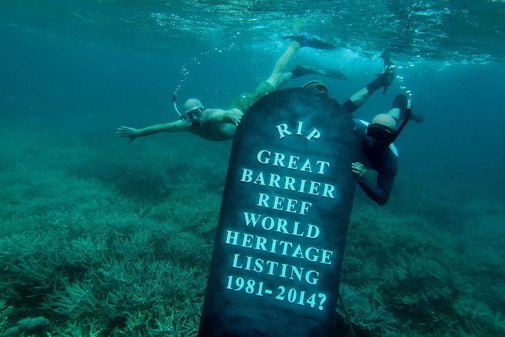 綠色和平2013年底舉行直接行動,促請澳洲政府加強保護大堡礁,以免被世界遺產名錄「除名」。 © Dean Sewell / Greenpeace
