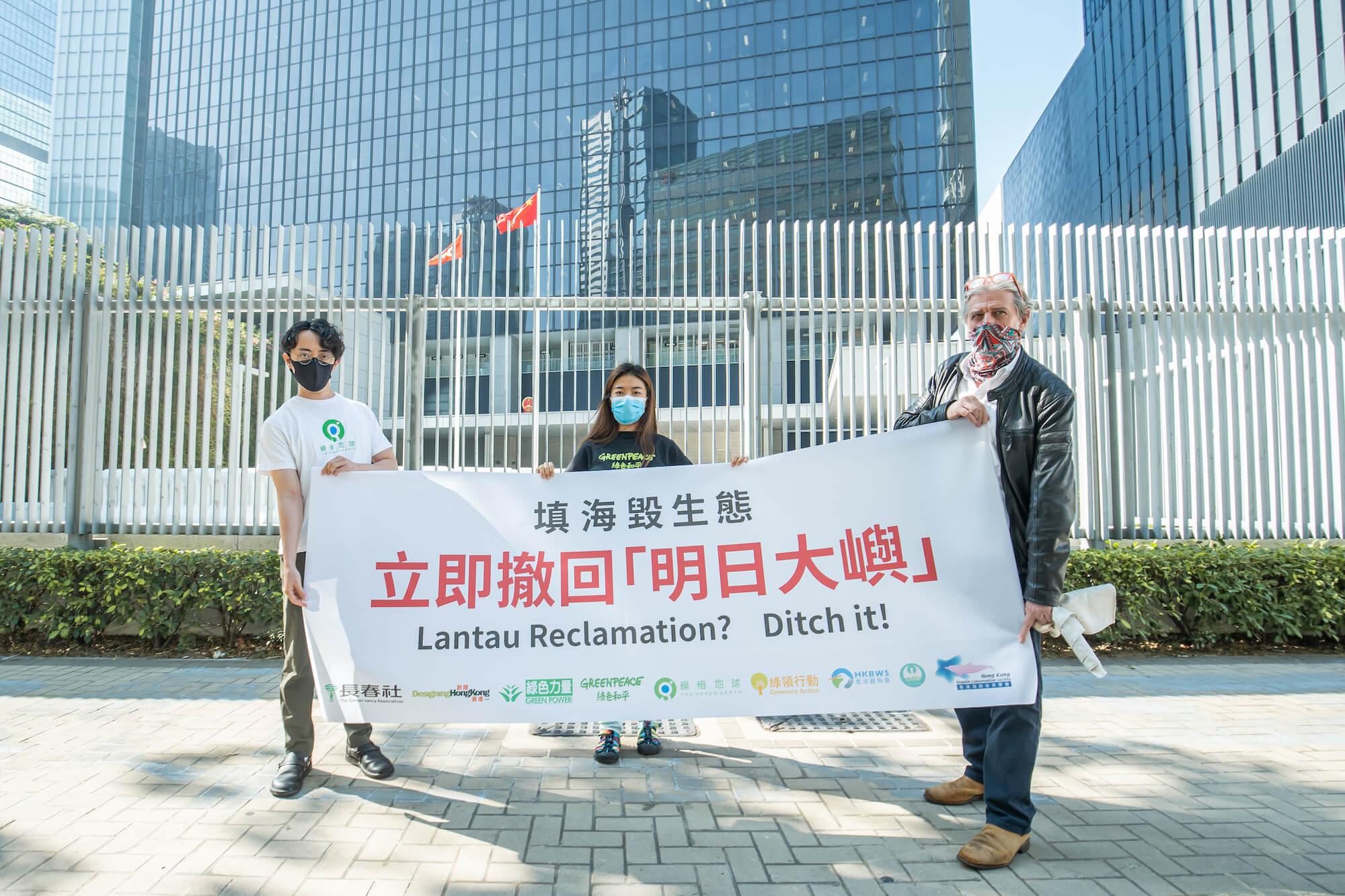與其他環保及關注團體到立法會請願。© Greenpeace