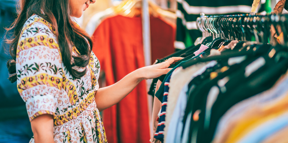 外國的二手服飾古著店大行其道,價格低廉,而香港亦有不少類似的二手商店。© Shuttershock