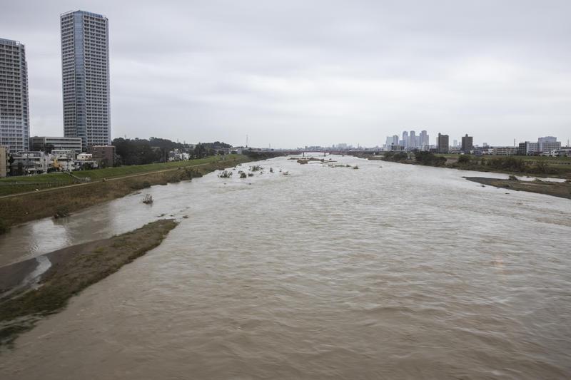 2019年10月,強颱風襲擊東京都市區,在東京和神奈川縣之間的多摩川暴漲。© Masaya Noda / Greenpeace