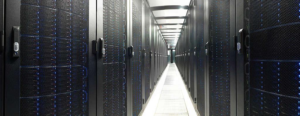 此數據中心位於荷蘭,使用綠色能源為系統供電。 © Frank van biemen / EvoSwitch / Greenpeace