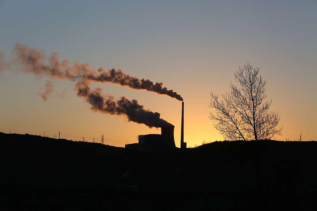 中國陝西省榆林市的經濟增長很依賴煤礦業。© Nian Shan / Greenpeace