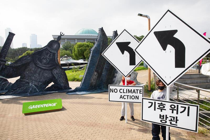 綠色和平行動者以首爾地標融化的模擬場景,提醒公眾與政府必須以行動面對氣候危機。© Jung Taekyong / Greenpeace