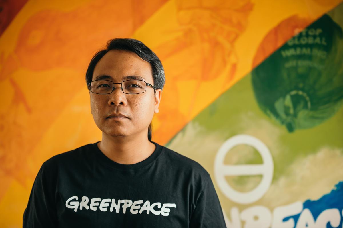 Yeb於工作推動減緩氣候危機,同時經歷氣候變化的切身之痛,老家為颱風「海燕」其中一個重災區東維薩亞斯(Eastern Visayas)。© Jilson Tiu / Greenpeace