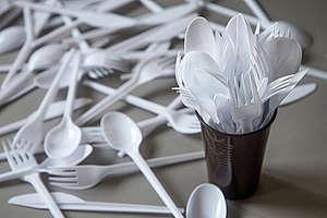 6號塑膠 © Shutterstock