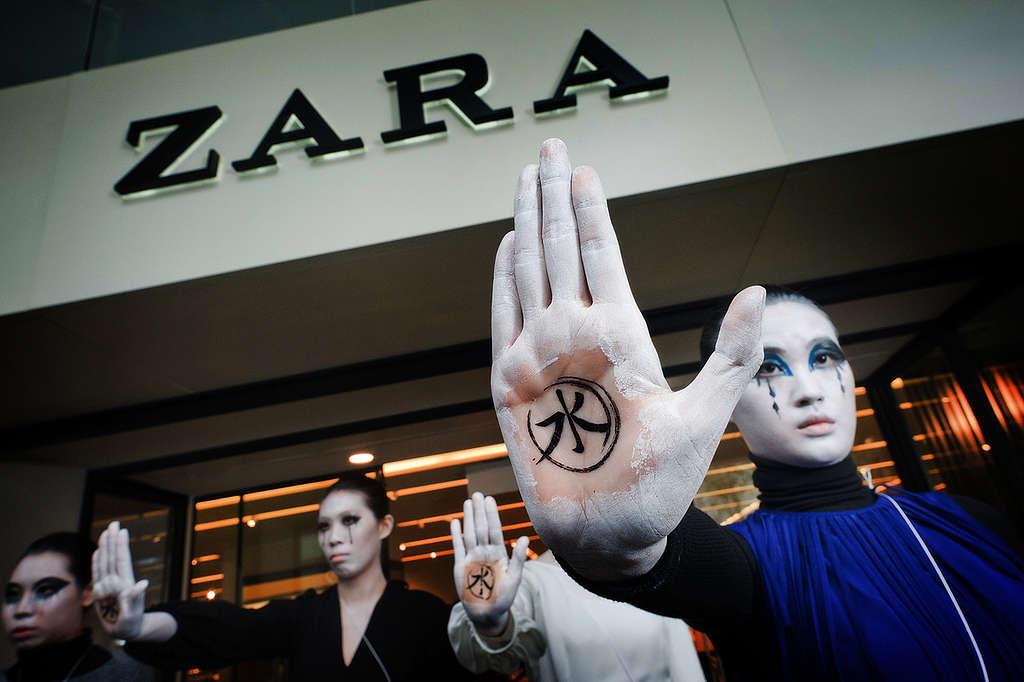 Zara 'Detox' Day of Action in Taipei. © Steven Vigar