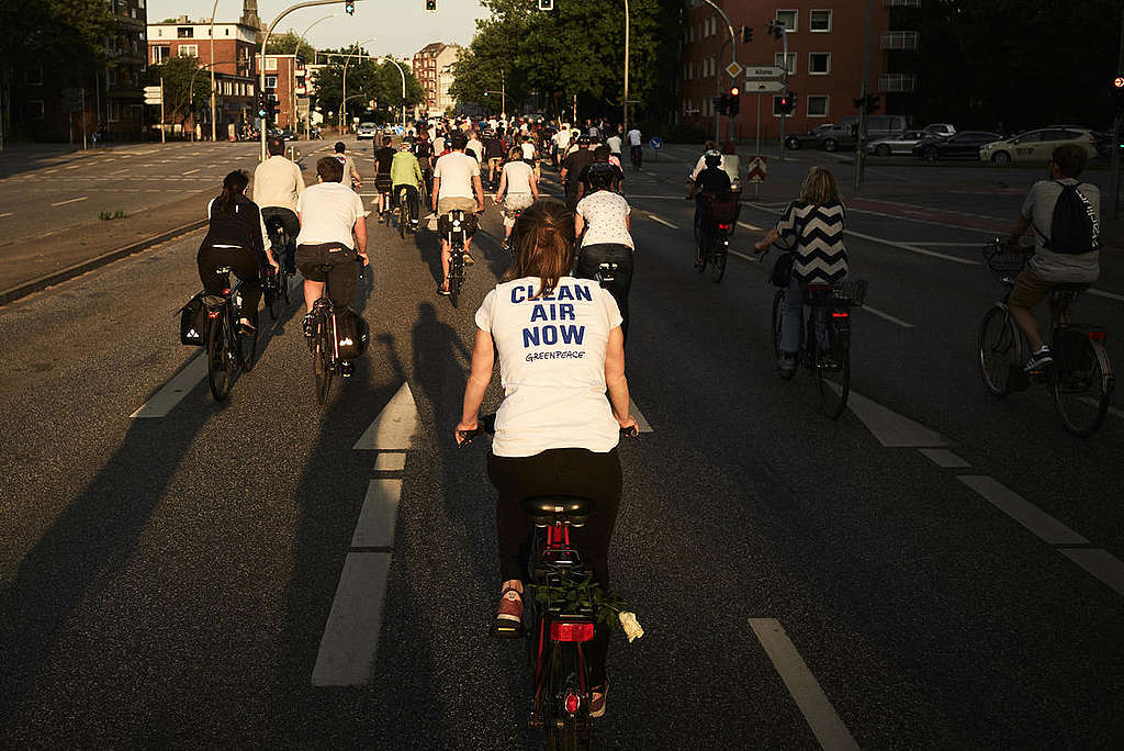 """Bike """"Ride of Silence"""" for Safe Urban Infrastructures in Germany. © Carlos Fernández Laser"""