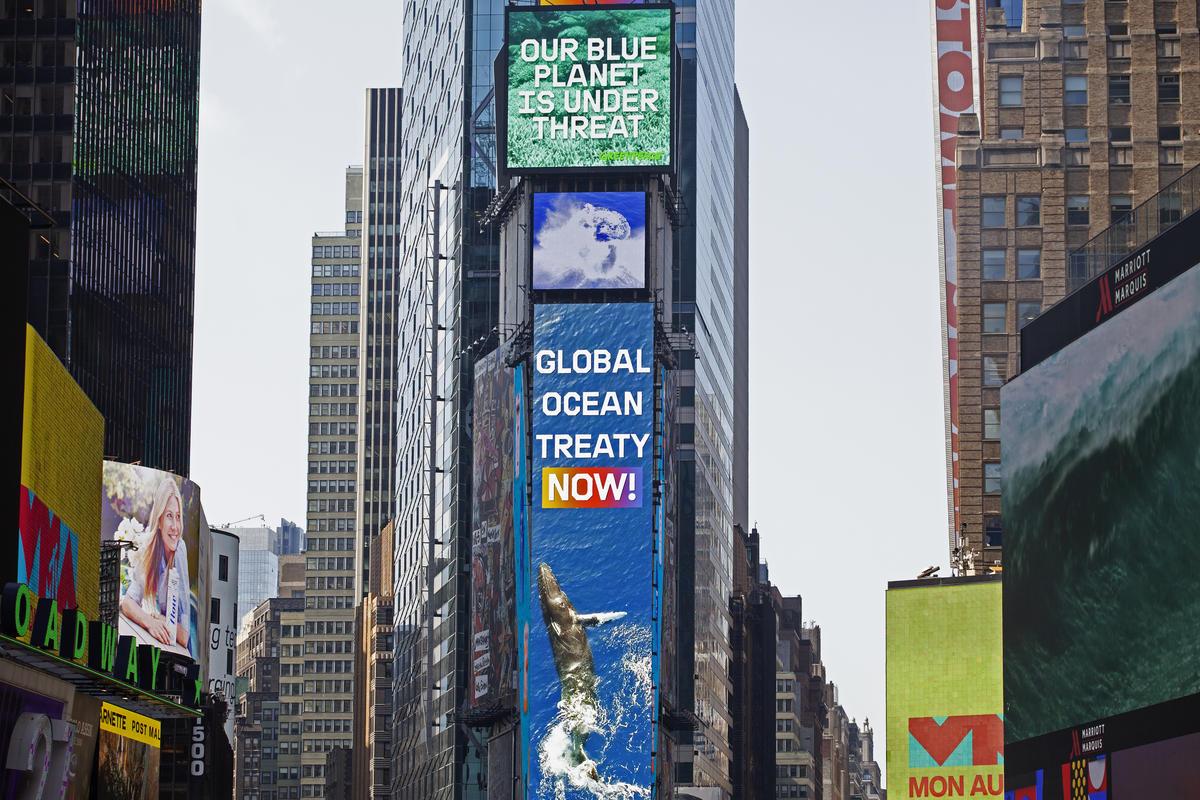 'Global Ocean Treaty Now!' Electronic Billboards in New York. © Greenpeace