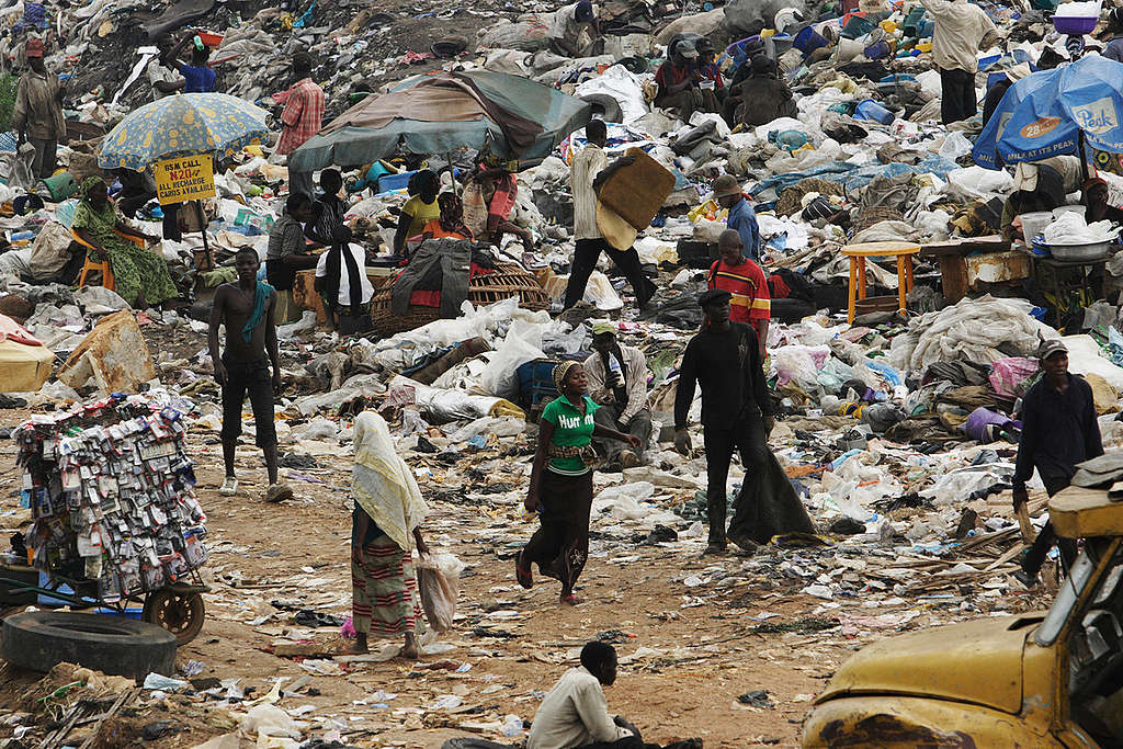 Olusosum Dump Site. © Greenpeace / Kristian Buus