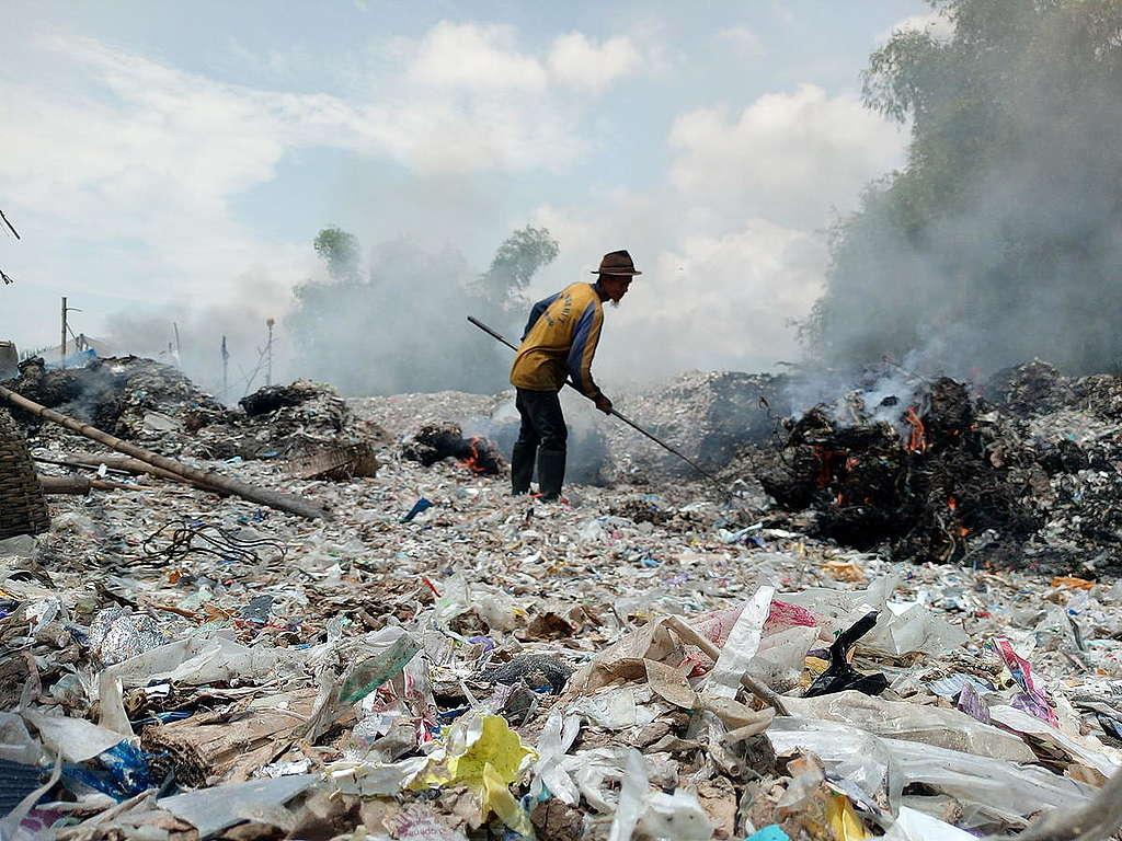 Plastic Crisis in Bangun Village, Indonesia. © Ecoton / Fully Handoko