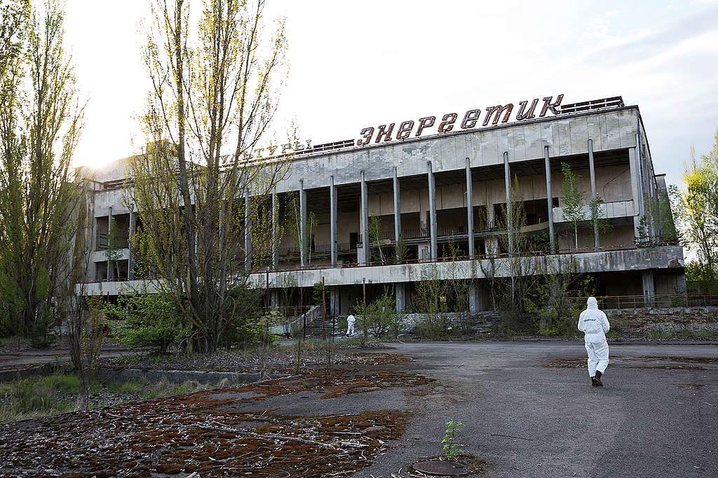30th Anniversary Tour at Chernobyl. © Daniel Müller / Greenpeace