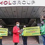 A Greenpeace a MOL-székháznál üzent az olajcég vezetőinek: nemzeti parkban nincs helye fossziliskitermelésnek