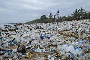 Plastic Trash at Bali's Kuta Beach. © Made Nagi / Greenpeace