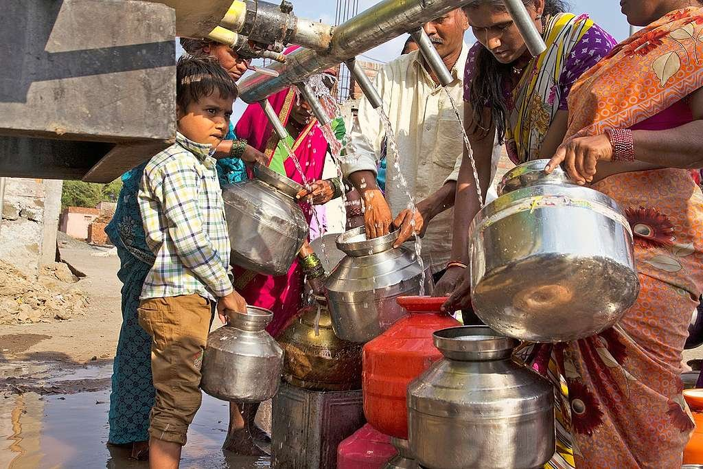 Villagers Collect Water in Beed District. © Subrata Biswas / Greenpeace