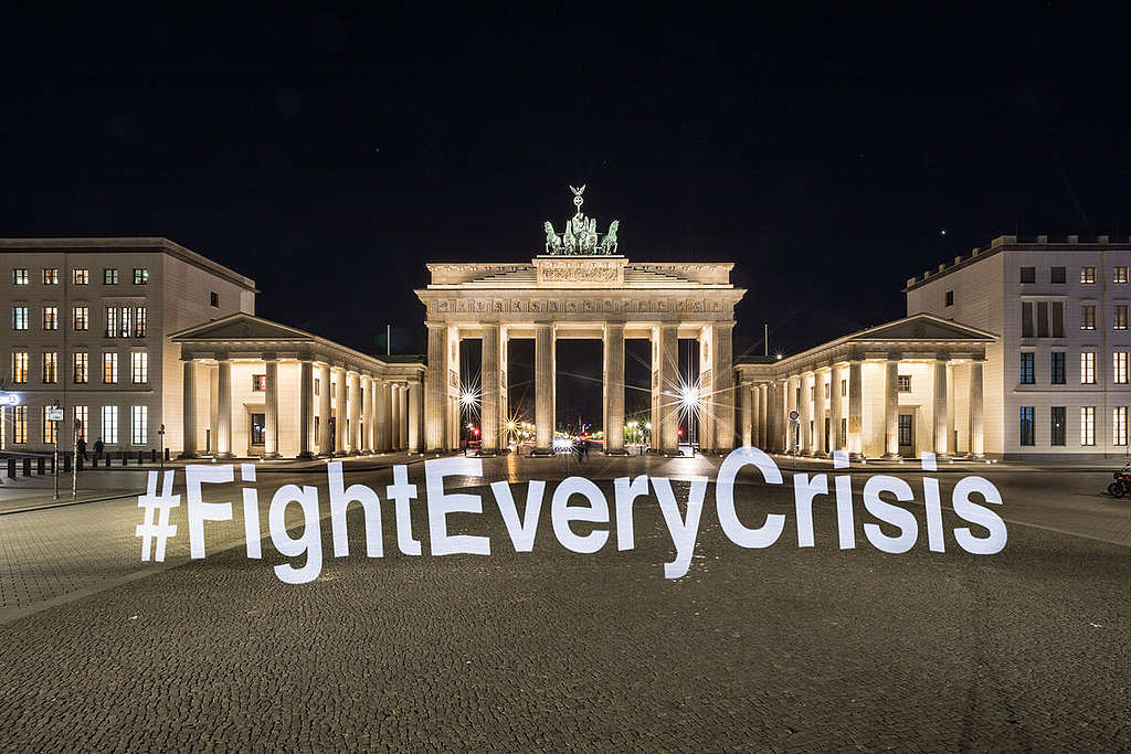 Climate Strike with Light Painting during Coronavirus in Berlin. © Gordon Welters / Greenpeace